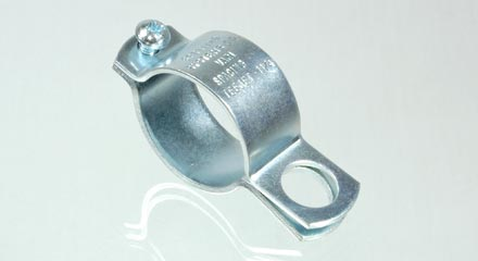 Threaded TeeJet nozzle body clamp for 1-1/4 inch pipe, AA111114